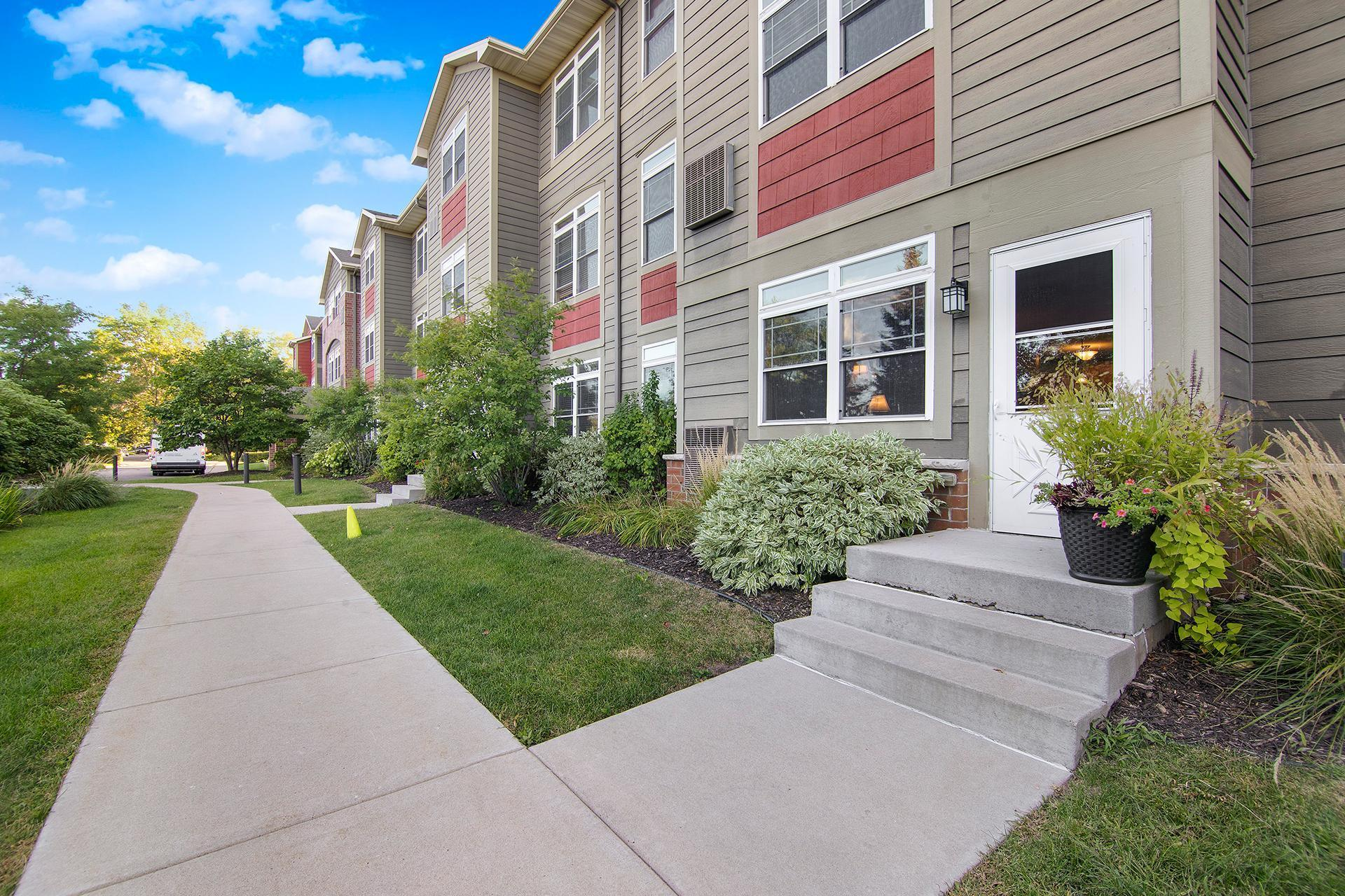 2530 E 34th Street Property Photo