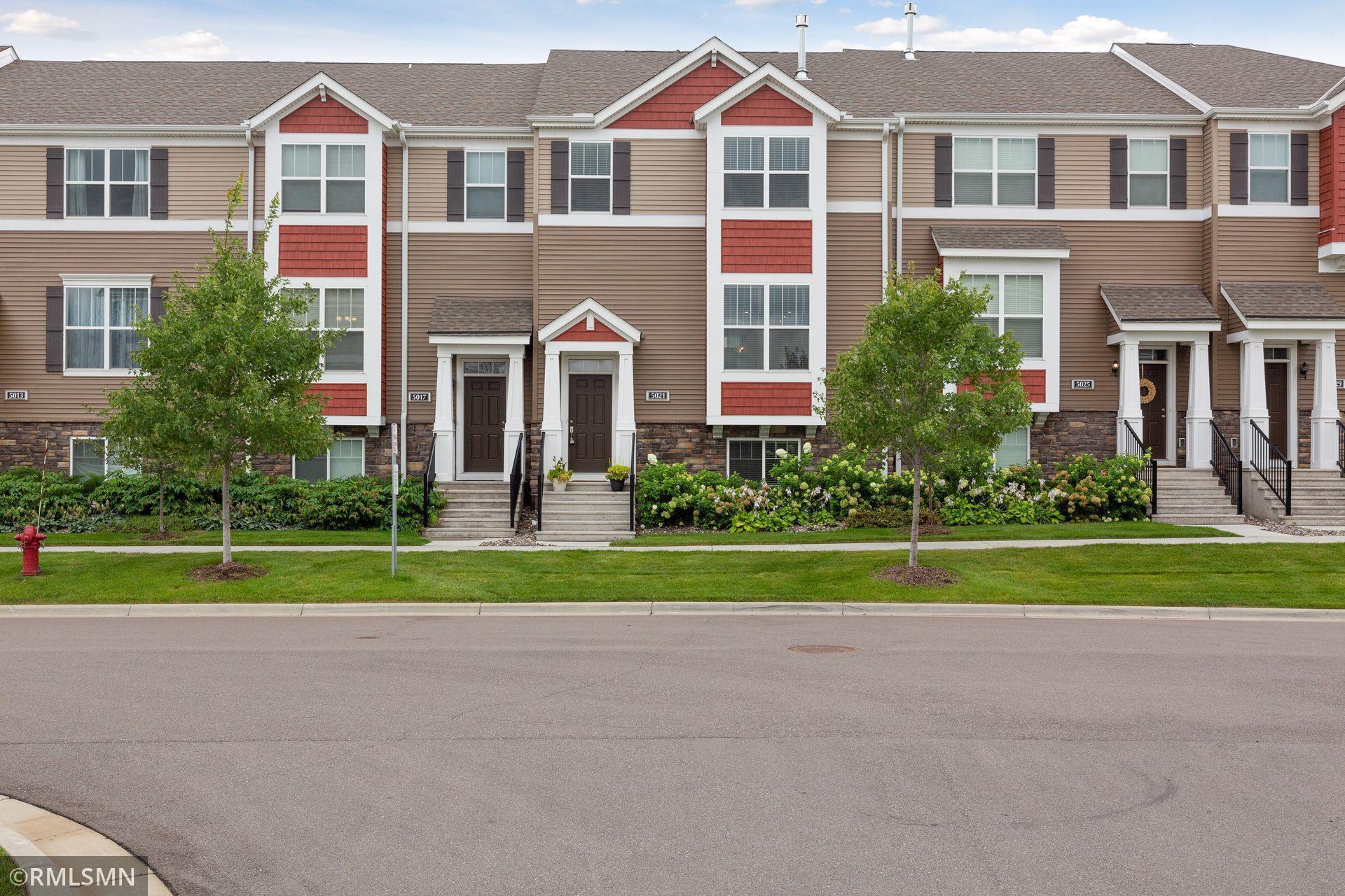 Avebury Place Real Estate Listings Main Image