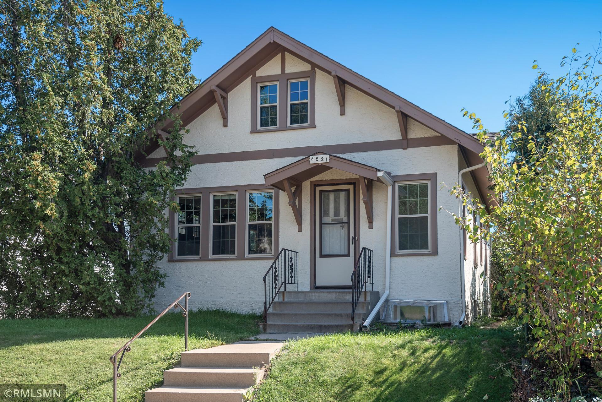 2221 E 34th Street Property Photo