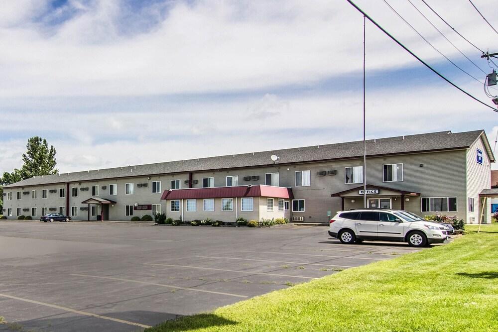 610 Western Avenue Property Photo 1