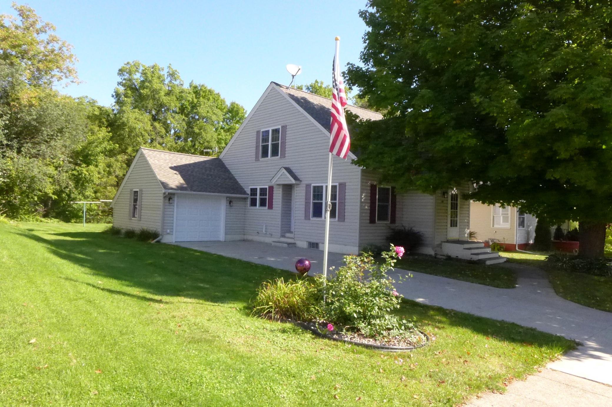 252 W Kinne Street Property Photo