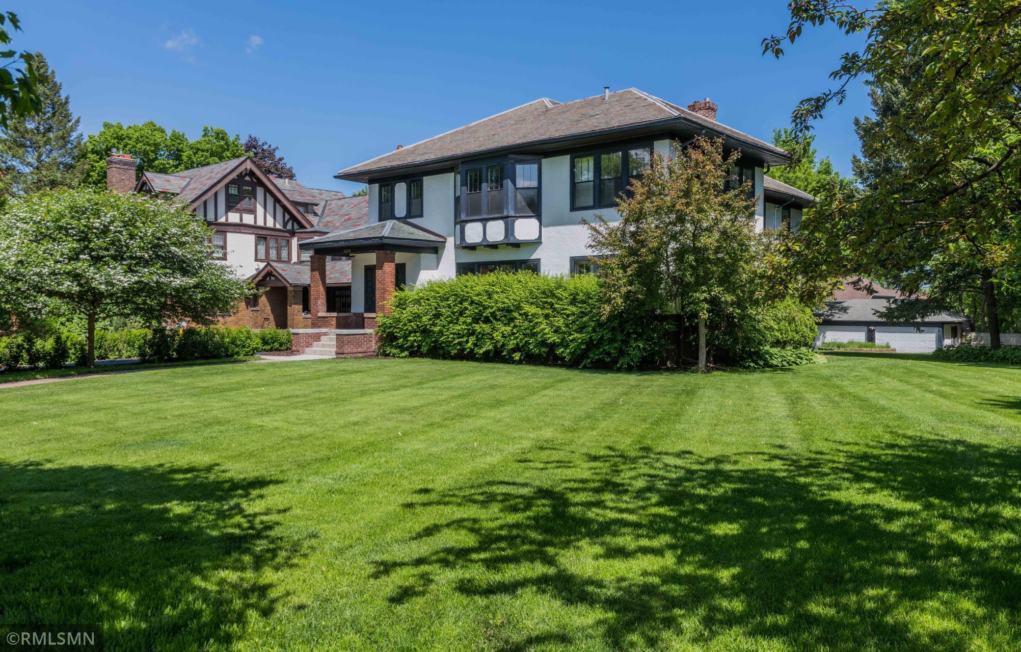 1559 Summit Avenue Property Photo 1