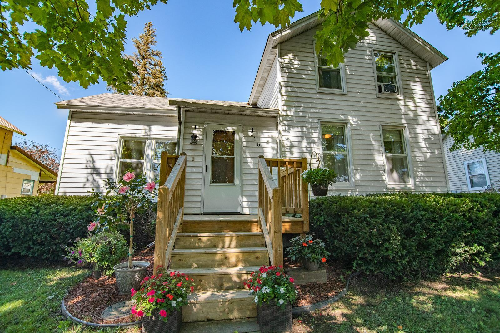 116 E Elm Street Property Photo
