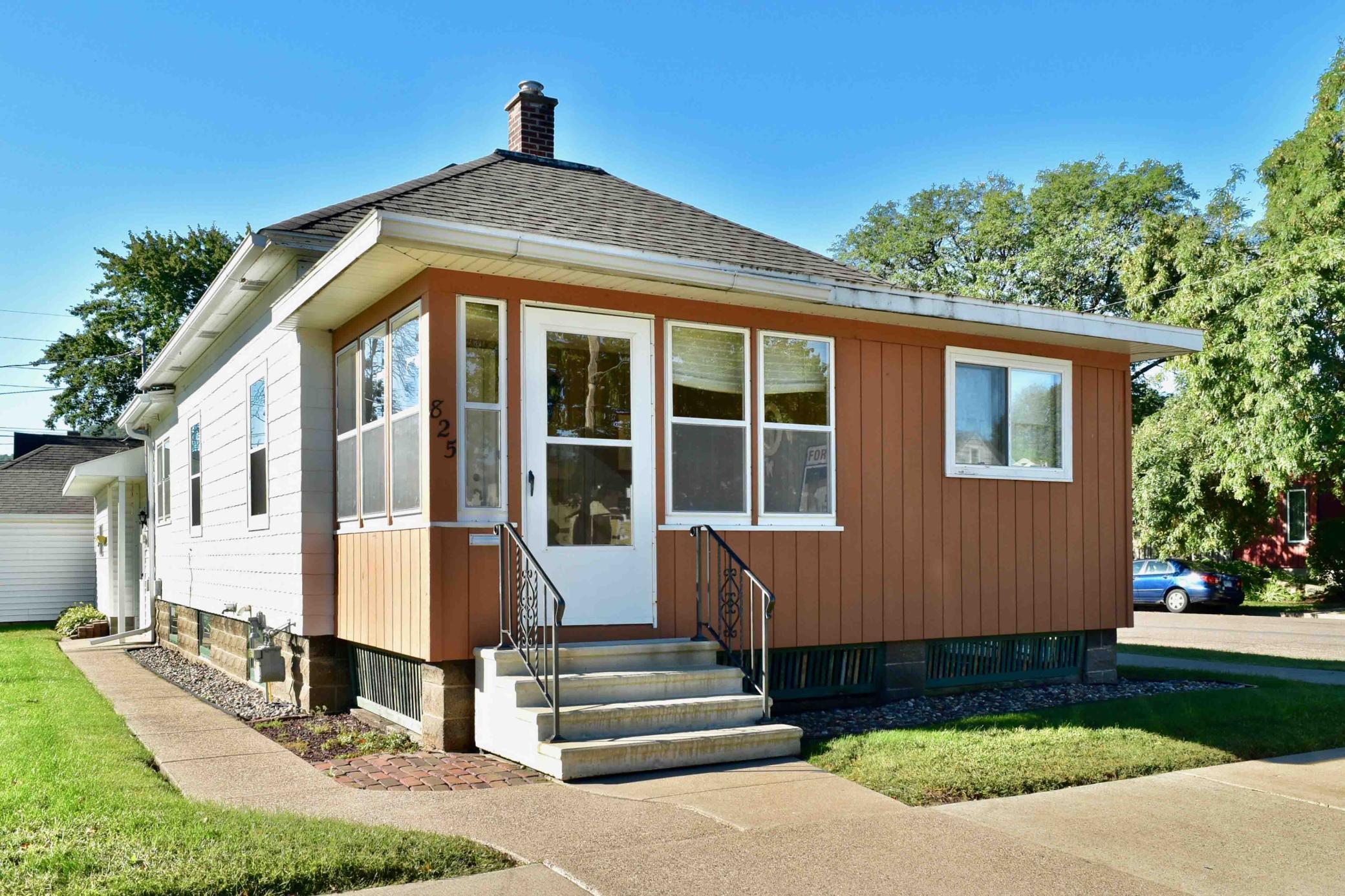 825 W 11th Street Property Photo 1