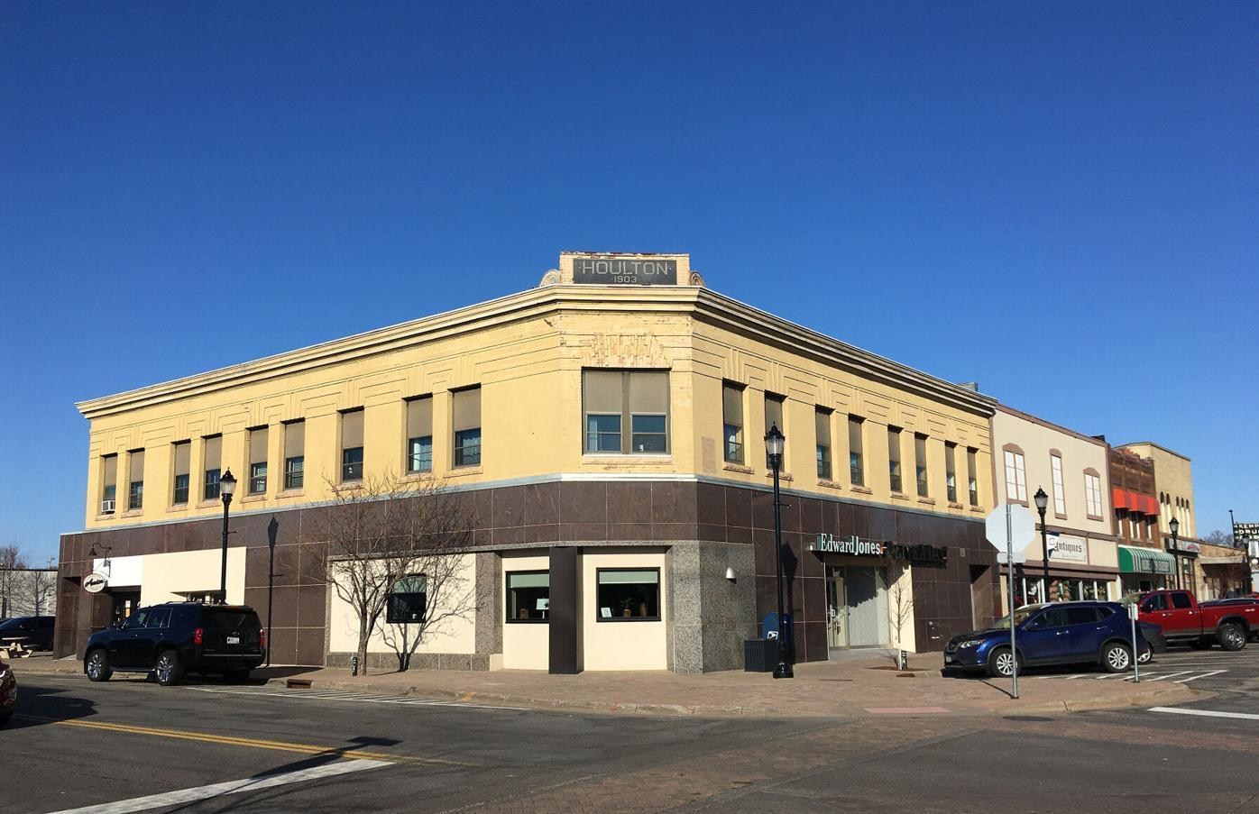 708 Main Street Property Photo