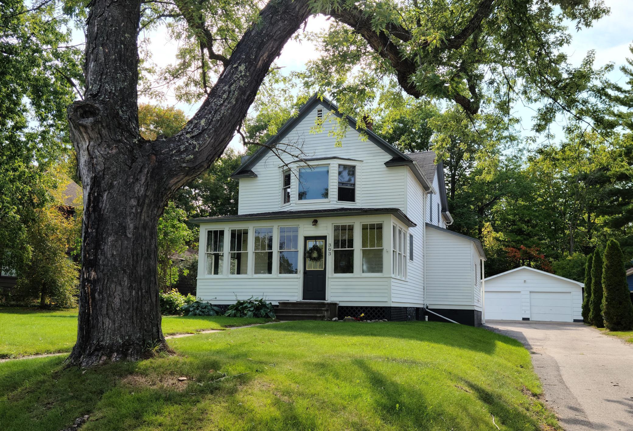 303 Lakeview Boulevard Property Photo
