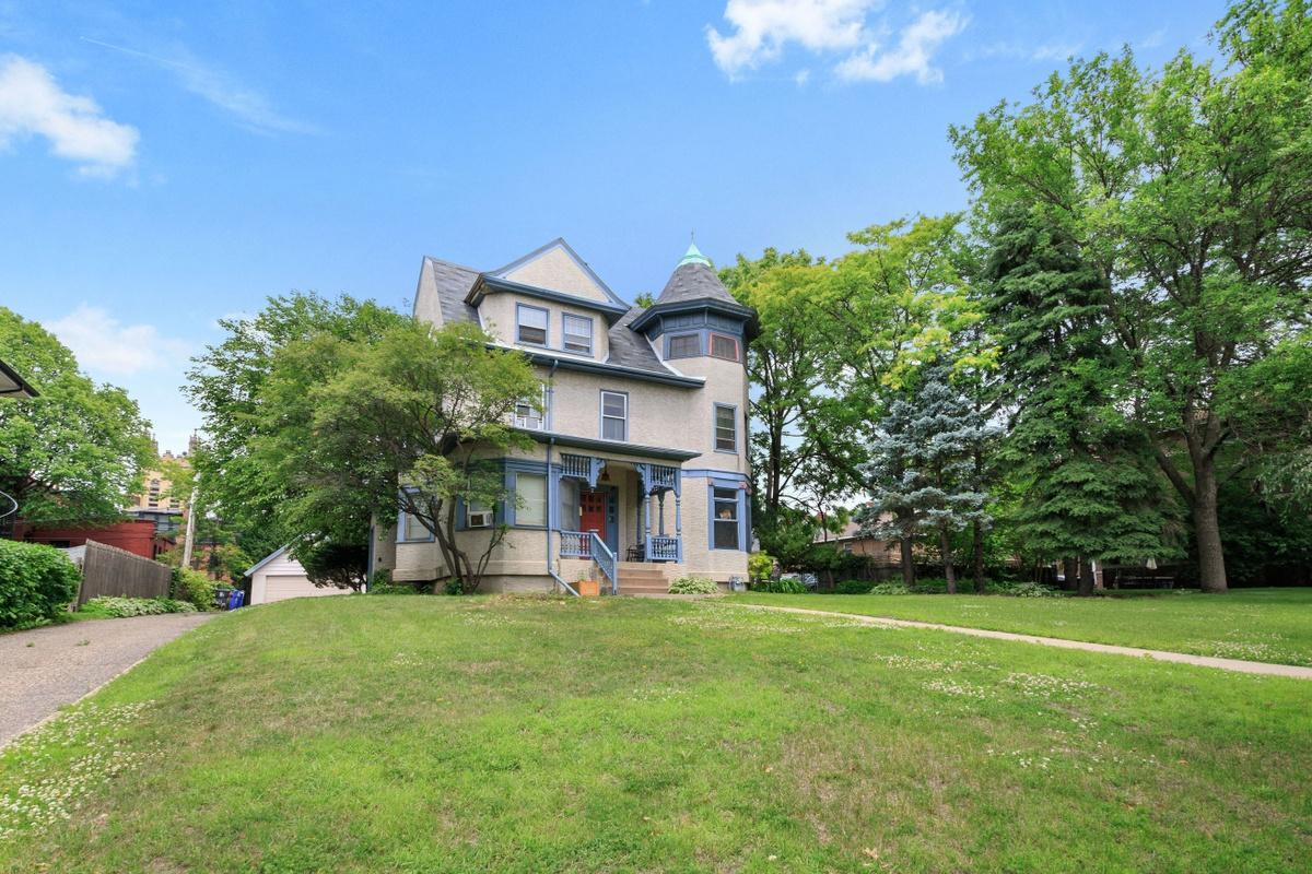 545 Summit Avenue Property Photo 1