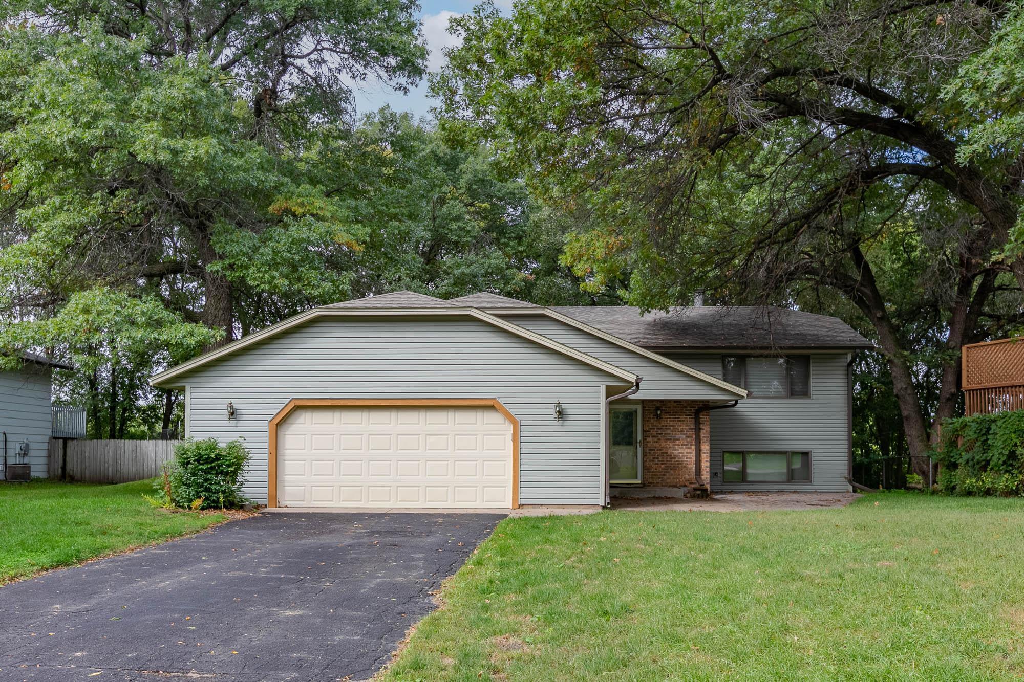 Aron Heights Real Estate Listings Main Image