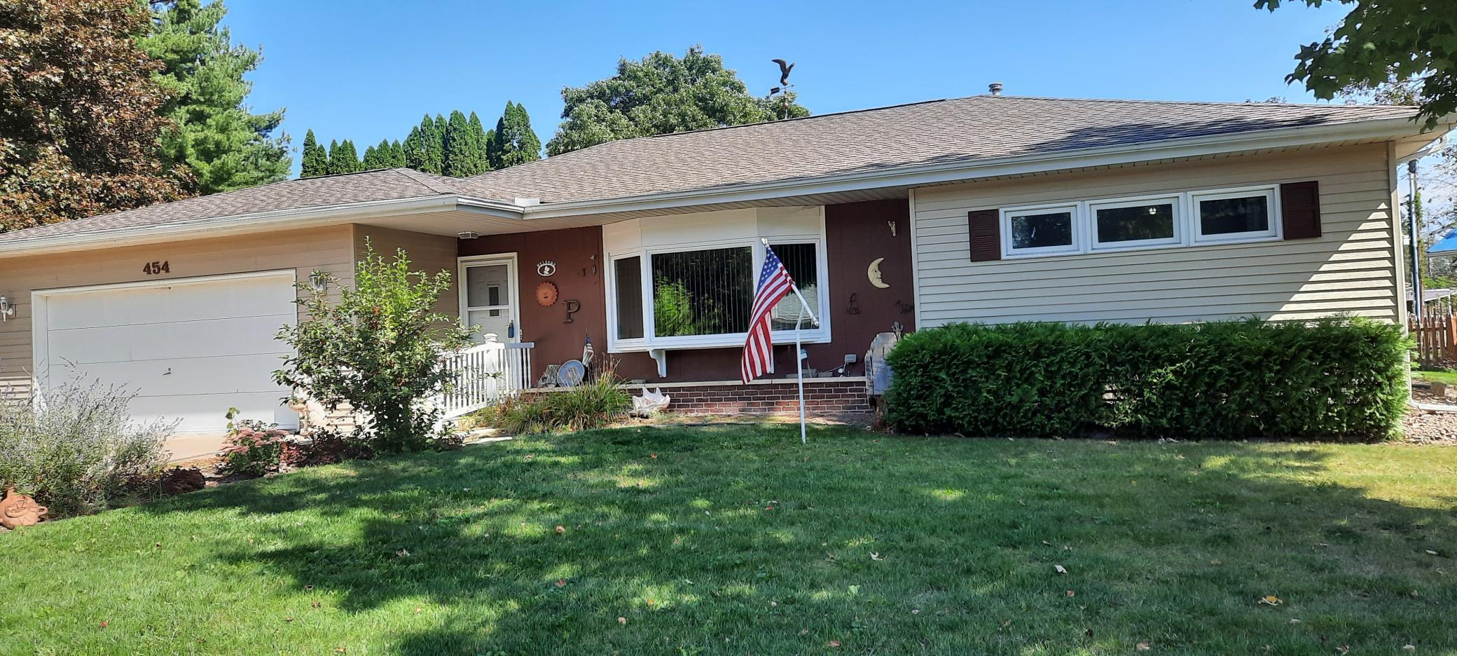 454 Glenview Drive Property Photo 1