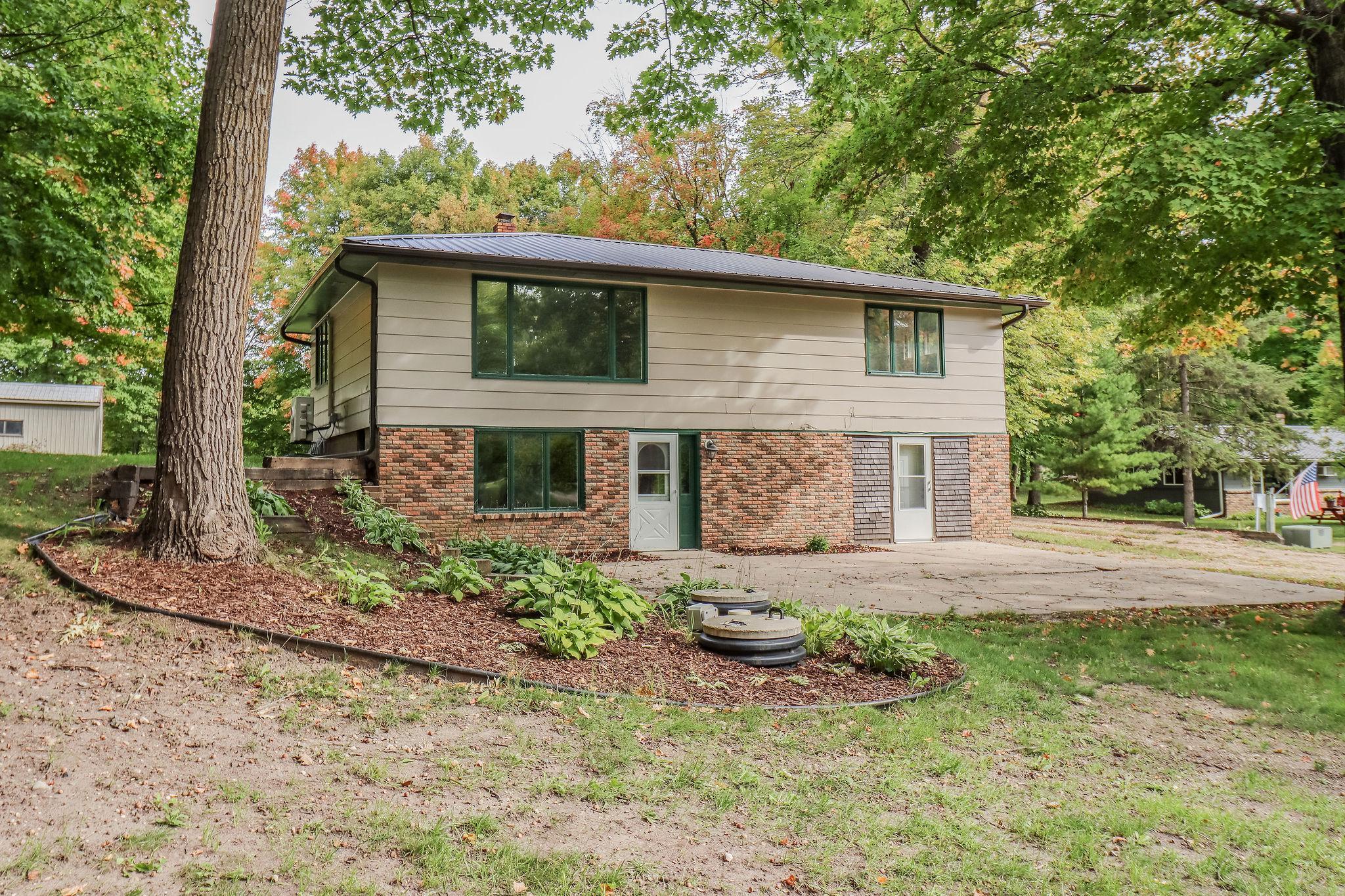 9842 Chippewa Heights Property Photo