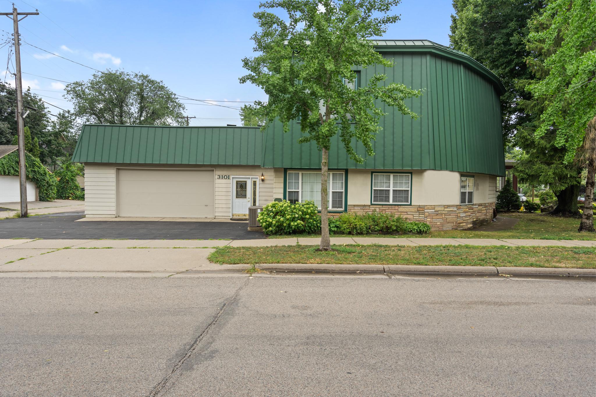3101 Irving Avenue Property Photo