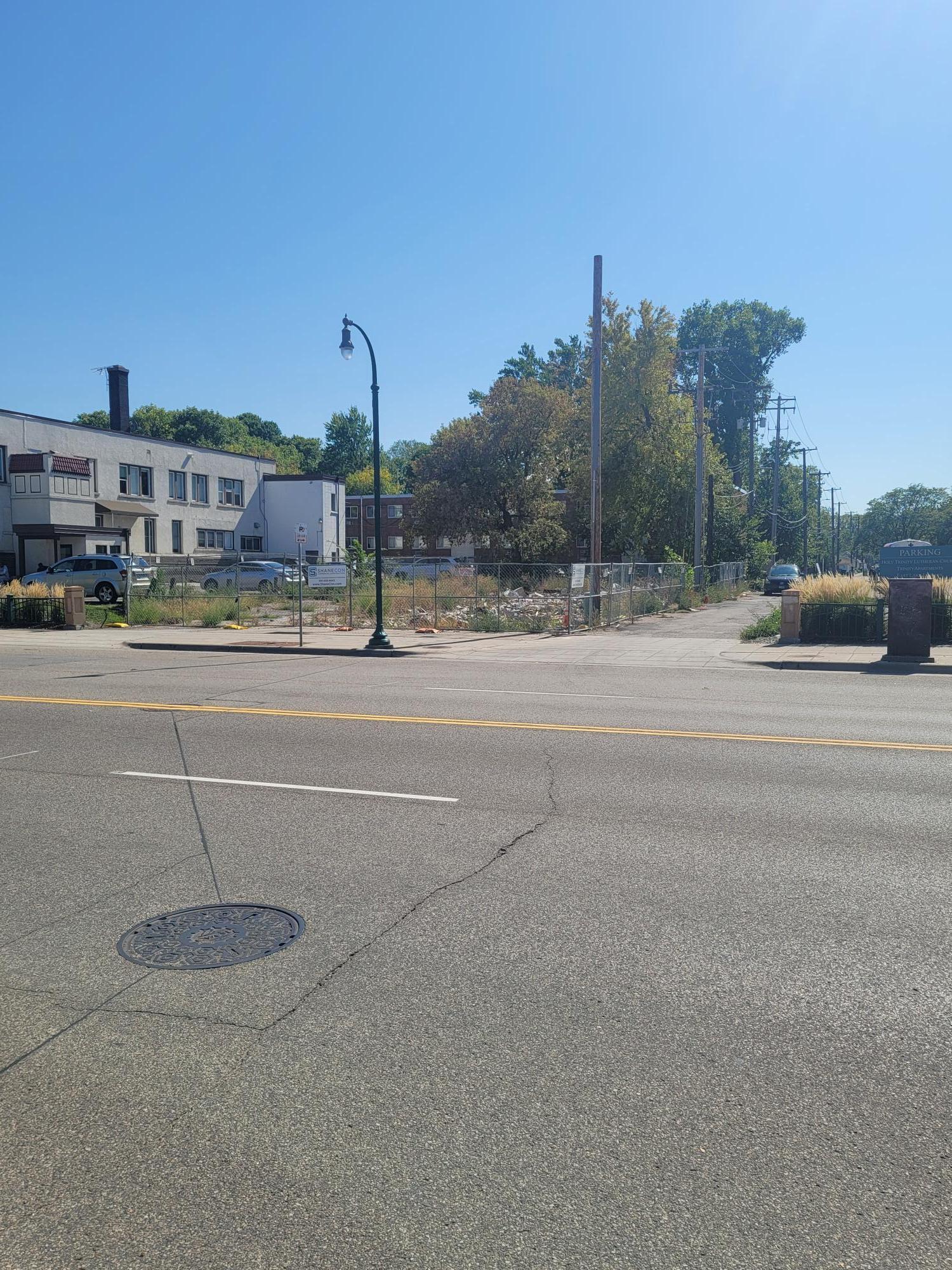 2815 E Lake Street Property Photo