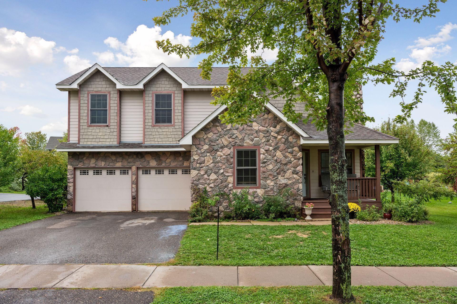 6735 Lakeview Circle Property Photo