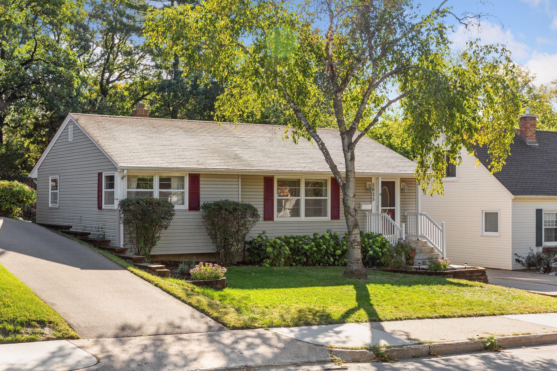 5325 Xerxes Avenue Property Photo