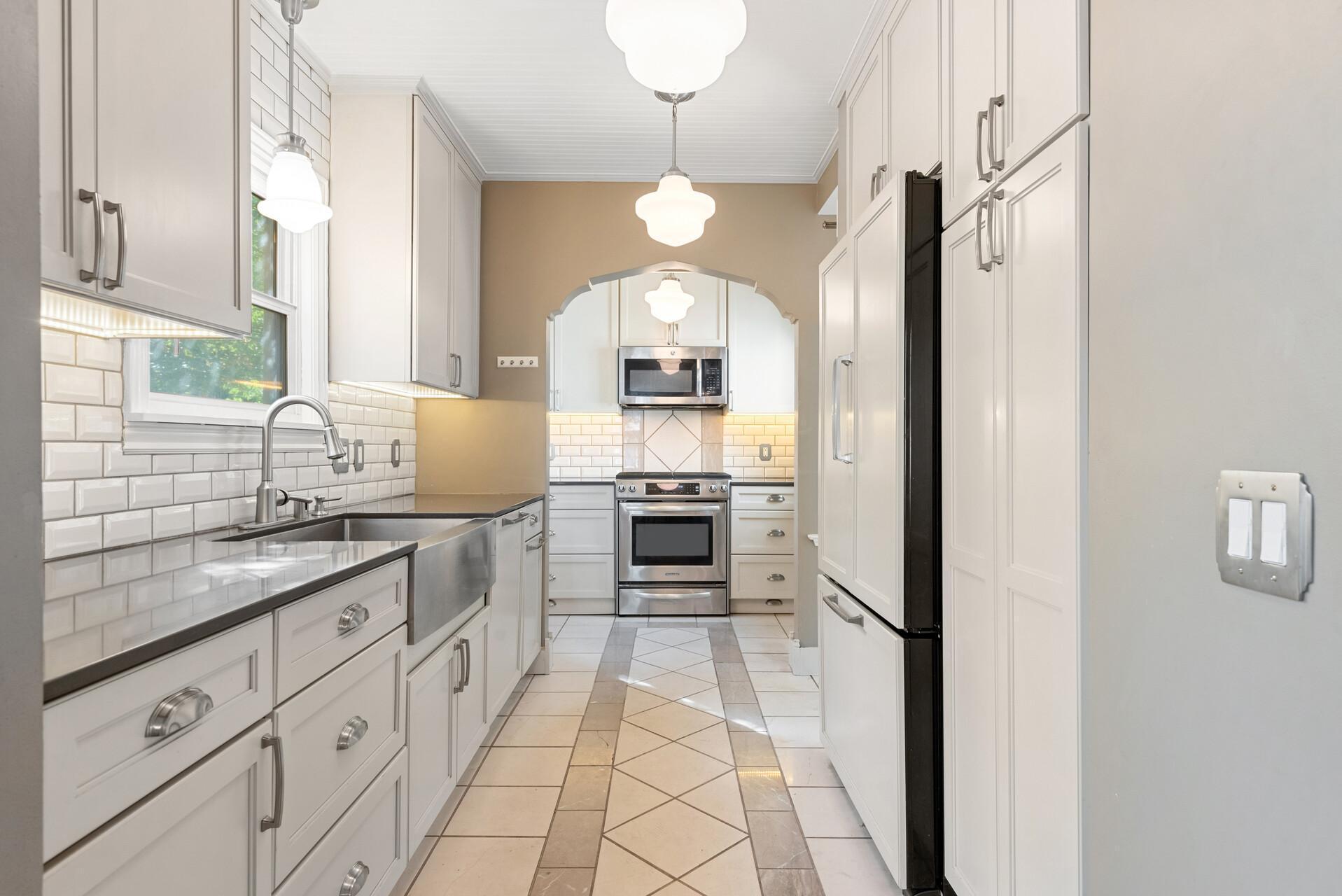 2619 Knox Avenue Property Photo