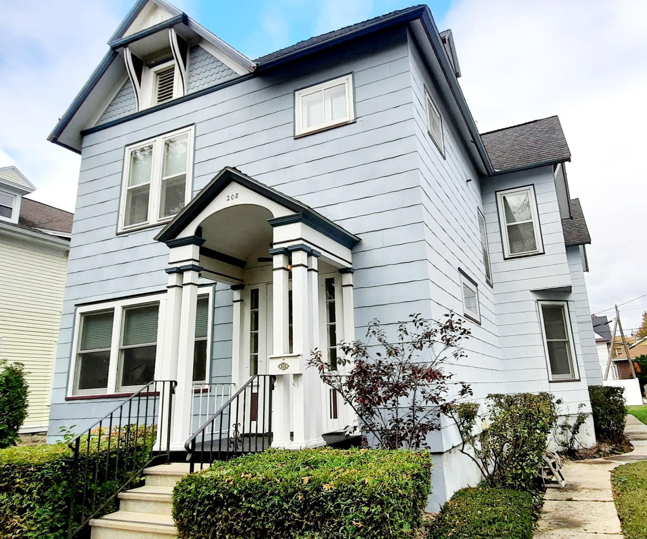 208 W 7th Street Property Photo 1
