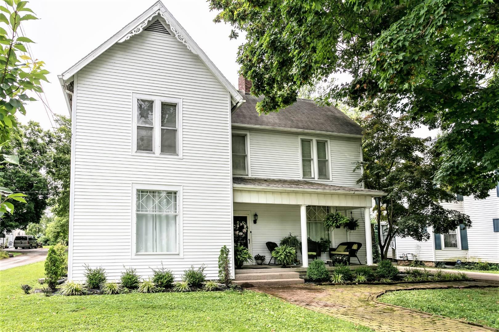 134 W. Walnut Street Property Photo 1