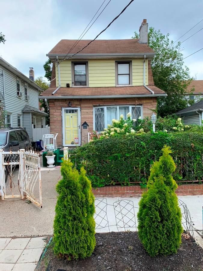 111-31 212th St Property Photo 1