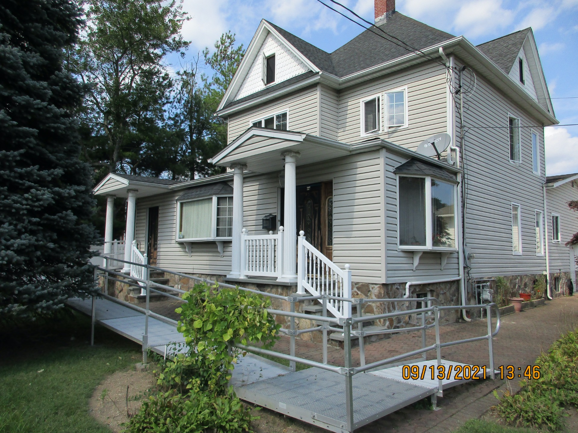 217 Lincoln Ave Property Photo 1