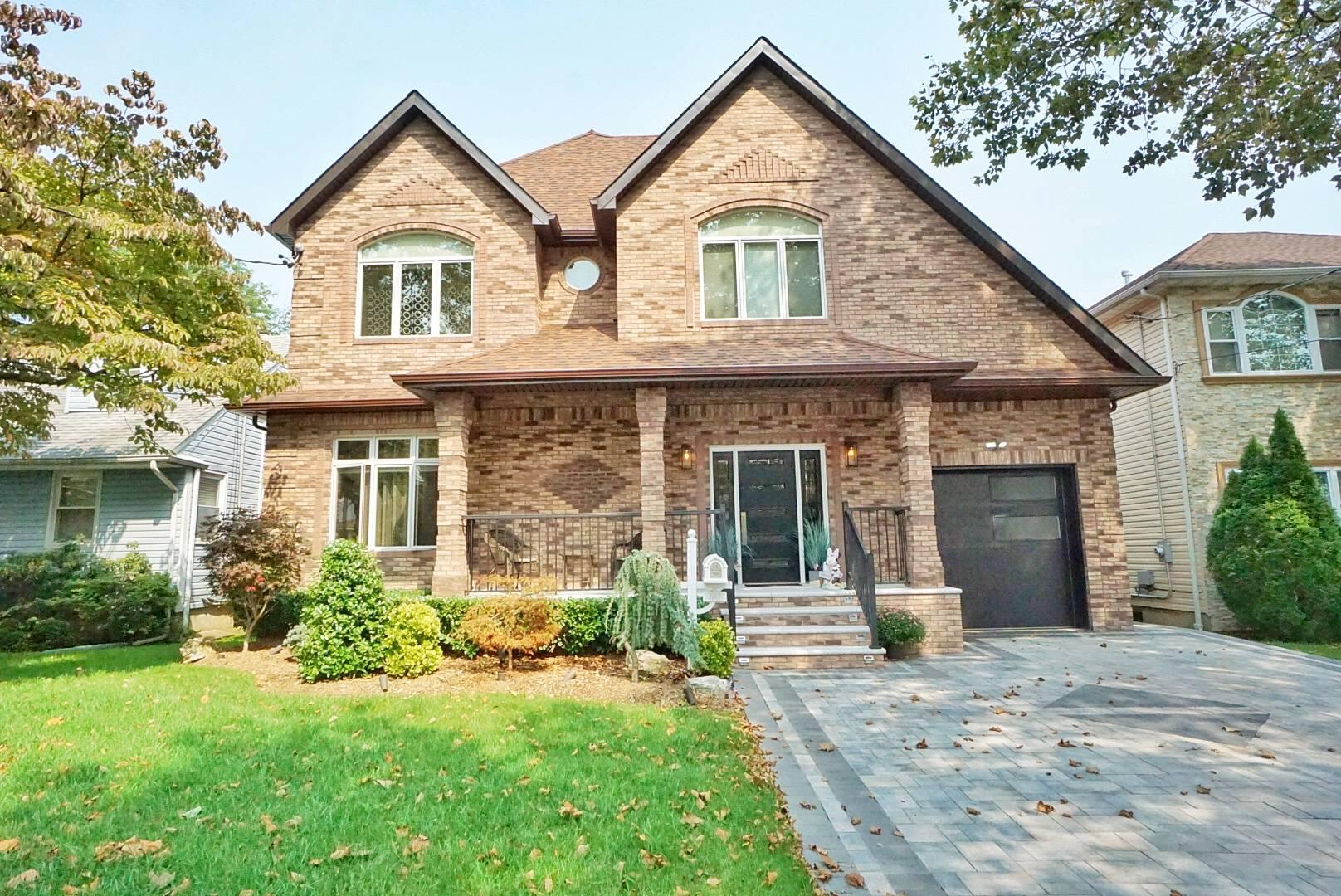 105 Champlain Ave Property Photo 1