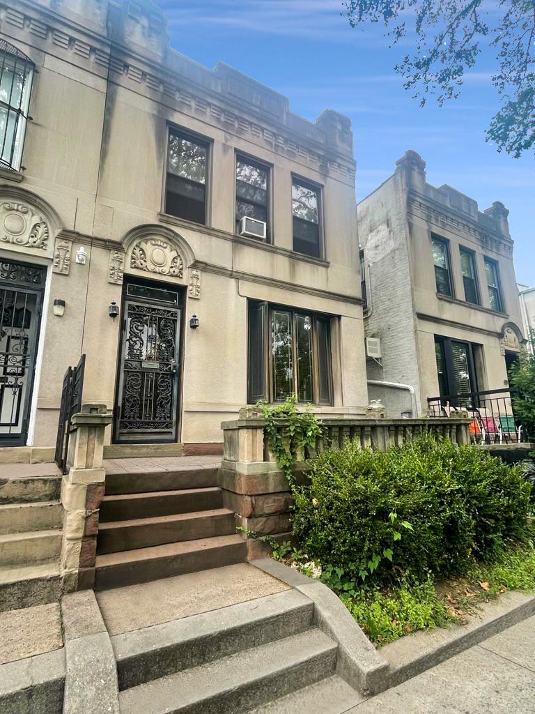 1003 52nd Street Property Photo 1