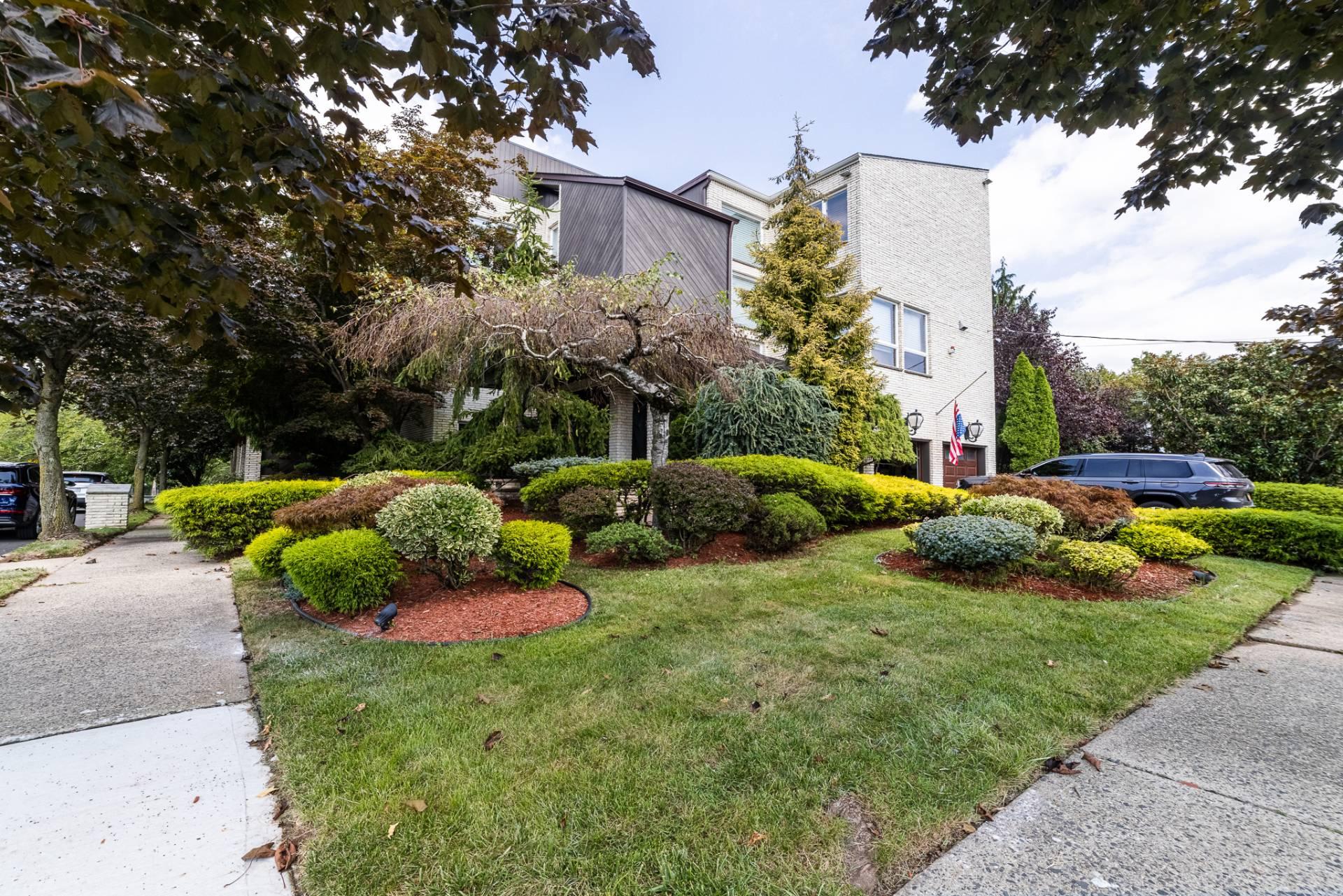 31 Seidman Avenue Property Photo 1