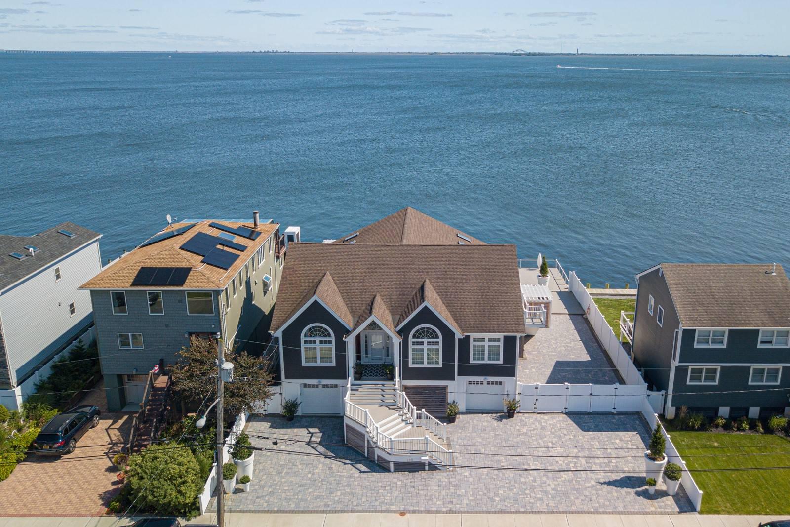 105 Shore Dr Property Photo 1