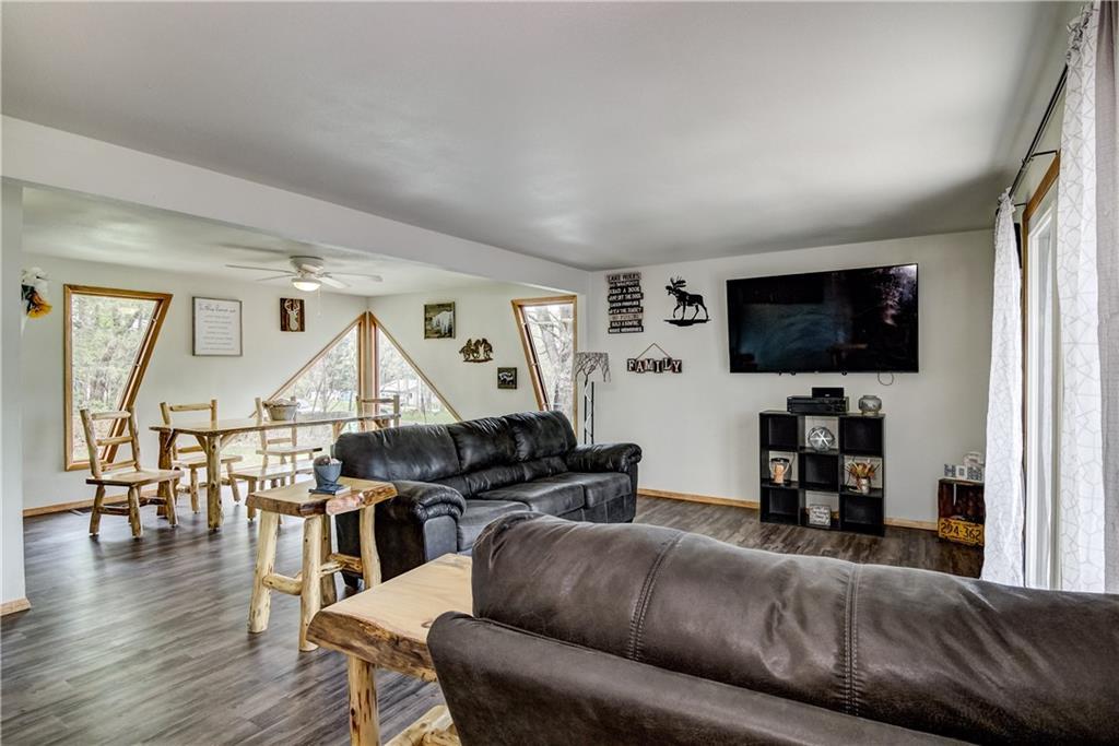 E2512 570th Avenue Property Photo 2