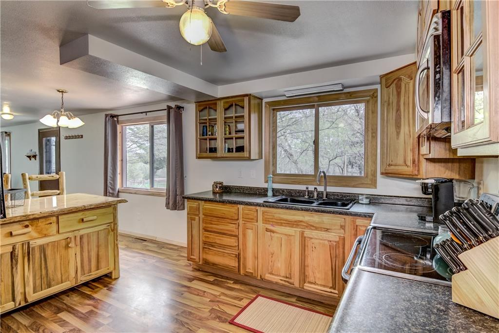 E2512 570th Avenue Property Photo 6