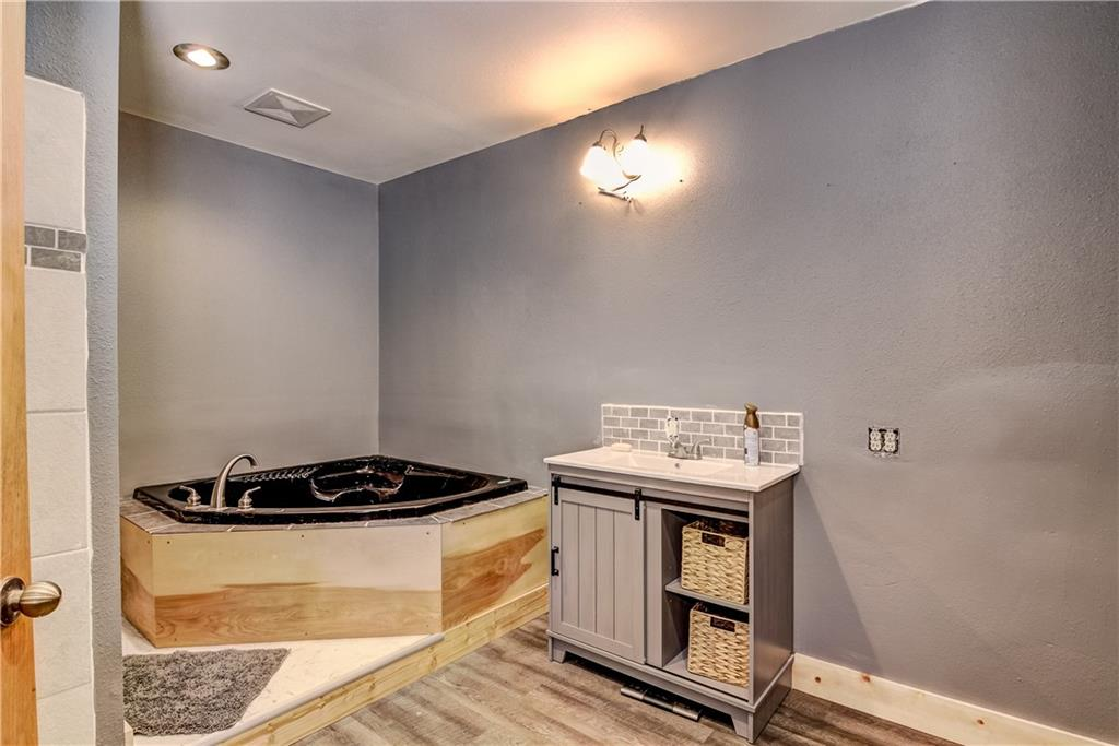 E2512 570th Avenue Property Photo 10