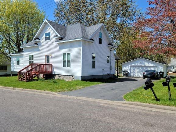 121 N Maple Street Property Photo