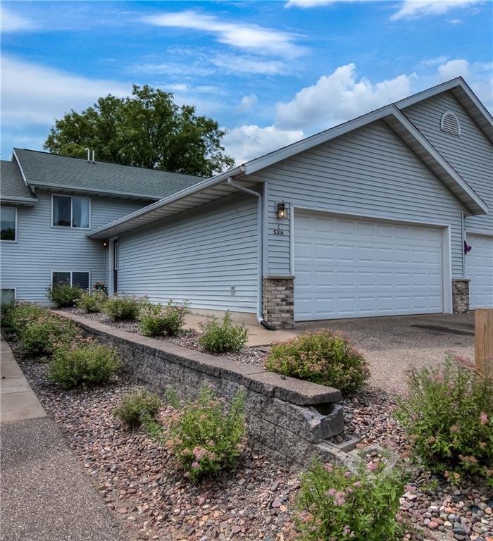 Oakbrook Condo Real Estate Listings Main Image
