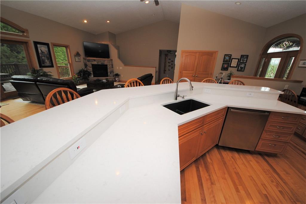 E2103 530th Avenue Property Photo 8