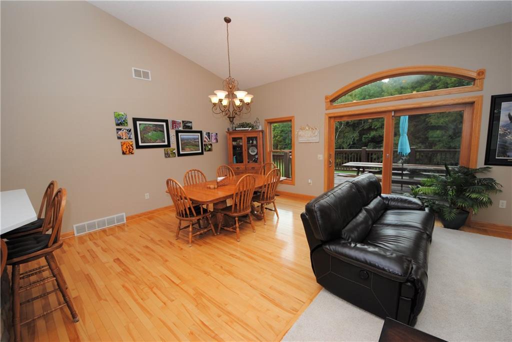 E2103 530th Avenue Property Photo 11