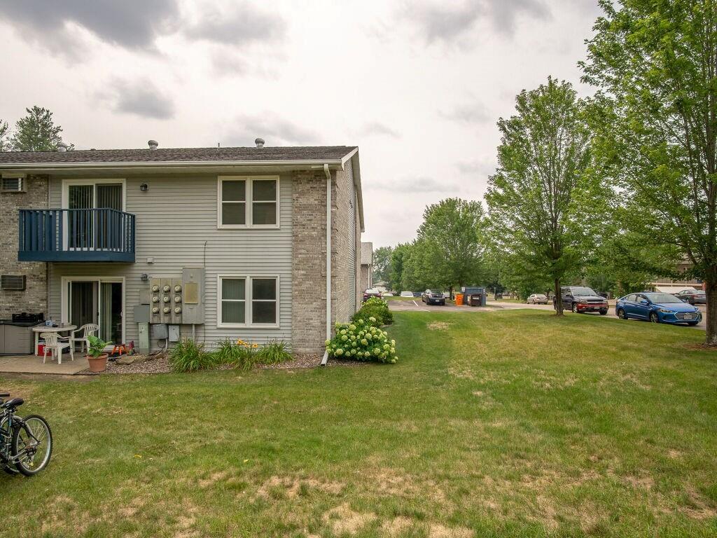 919, 927, 1003 Briar Lane 1-24 Property Photo 9