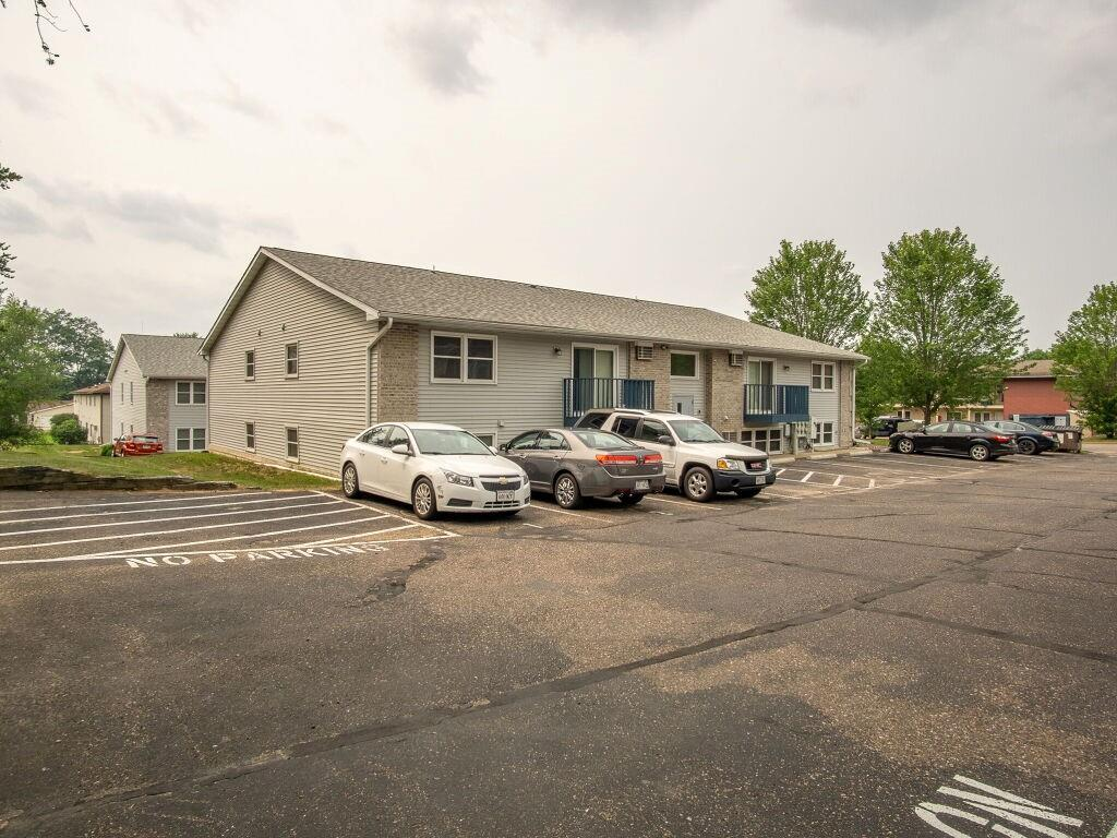 919, 927, 1003 Briar Lane 1-24 Property Photo 13