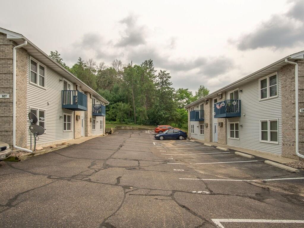 919, 927, 1003 Briar Lane 1-24 Property Photo 15
