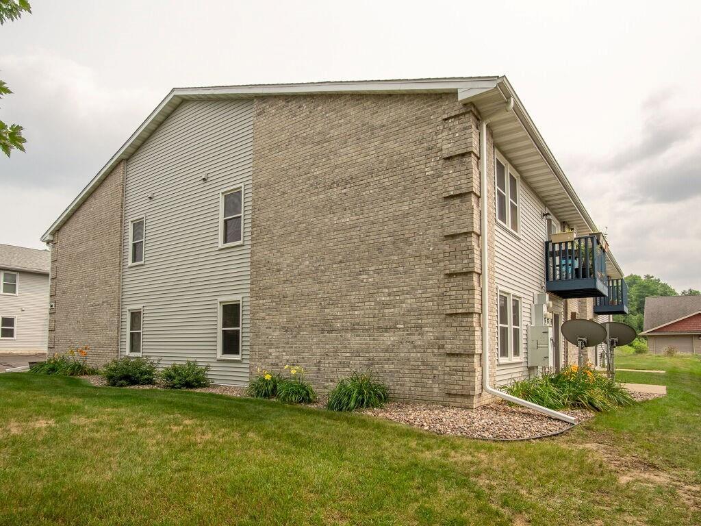 919, 927, 1003 Briar Lane 1-24 Property Photo 20