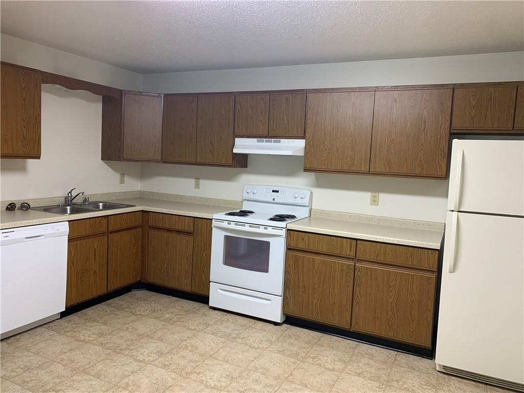 919, 927, 1003 Briar Lane 1-24 Property Photo 22