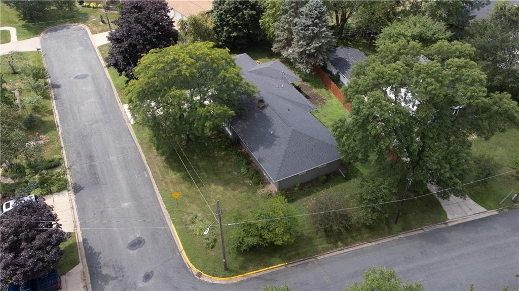 1021 N Shore Drive Property Photo 2