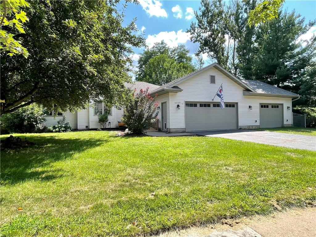 1227 Edgewood Drive Property Photo 2