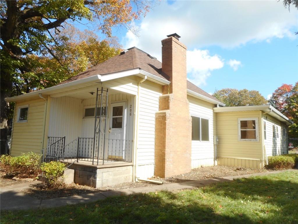 206 Wisconsin Avenue N Property Photo