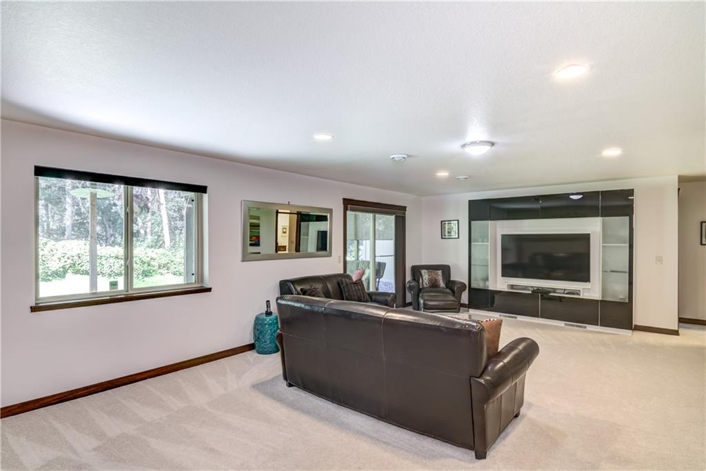 748 Club View Lane Property Photo 16