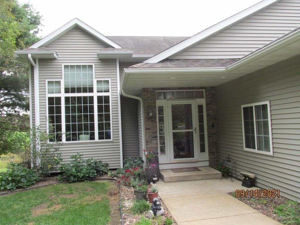 4315 E Pinewood Circle Property Photo 2