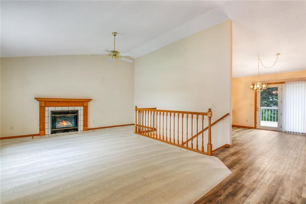3329 E Meadows Place Property Photo 4