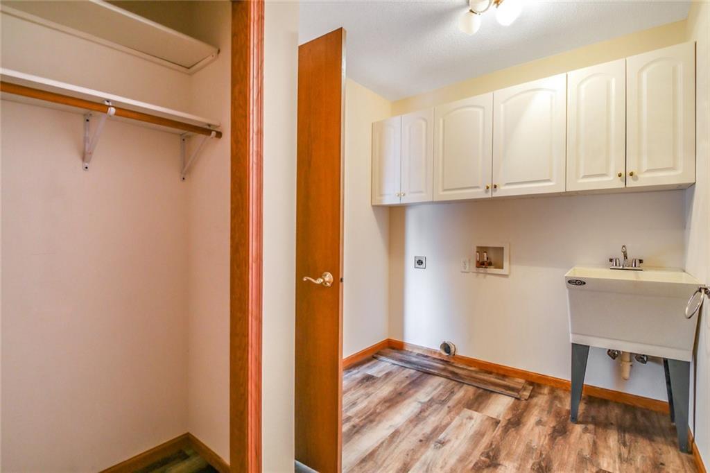 3329 E Meadows Place Property Photo 6