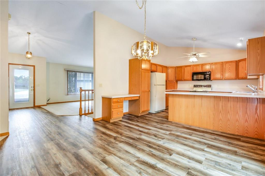3329 E Meadows Place Property Photo 9