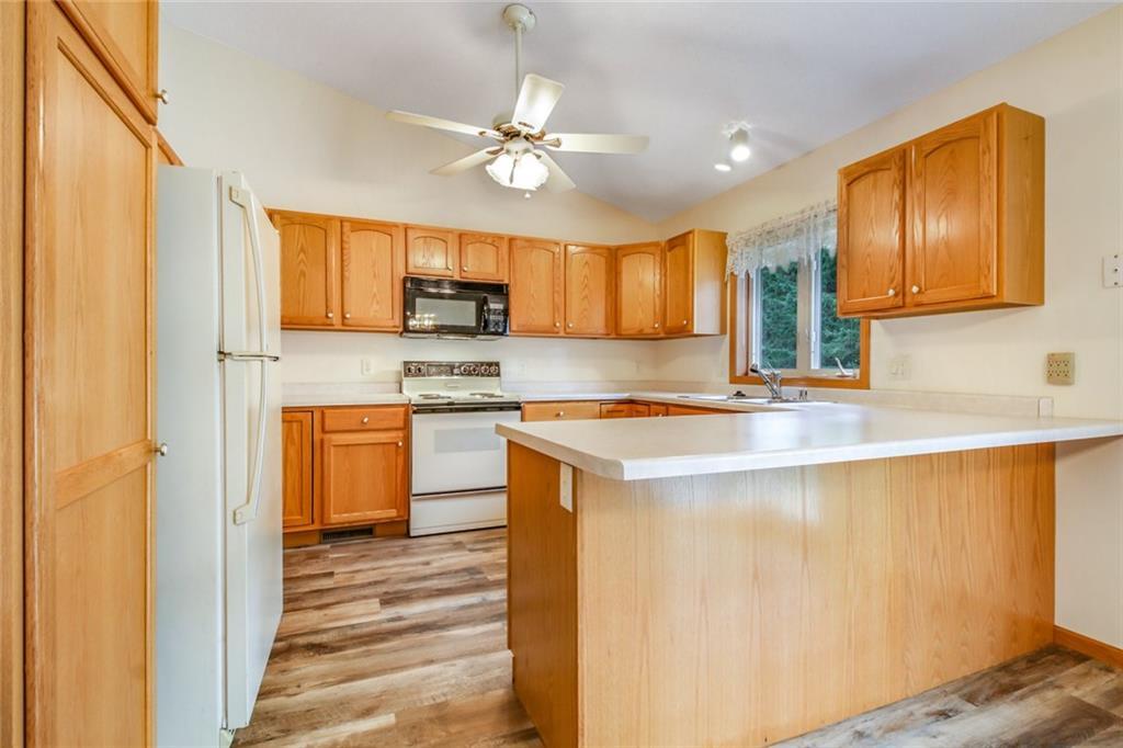 3329 E Meadows Place Property Photo 10