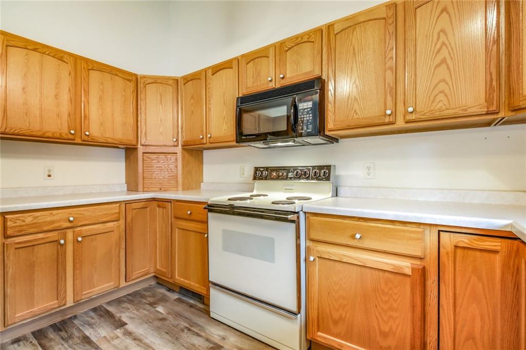 3329 E Meadows Place Property Photo 11