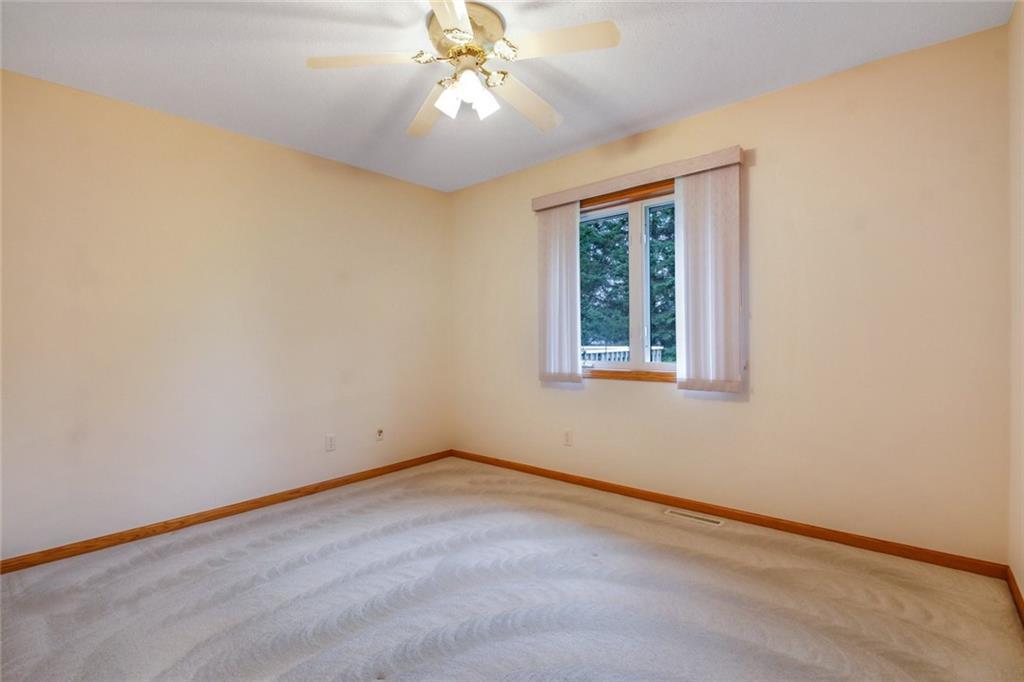 3329 E Meadows Place Property Photo 14